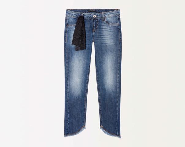 Jeans sfrangiati con pizzo